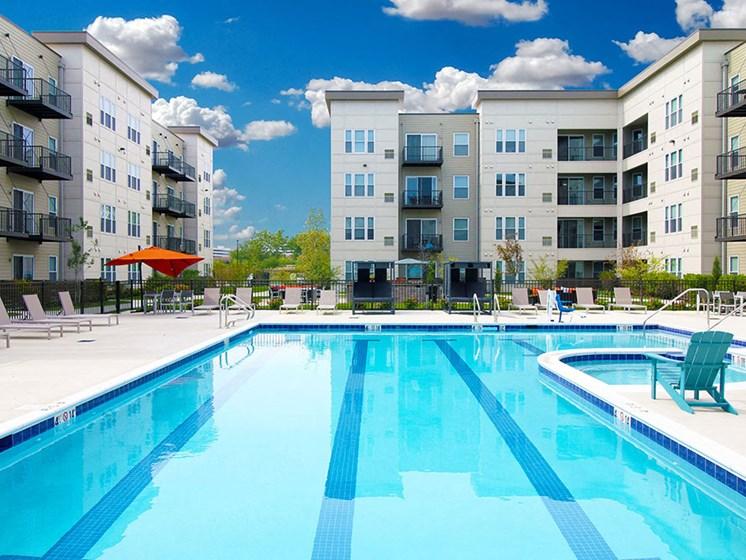Lakeside Village of Oakbrook swimming pool