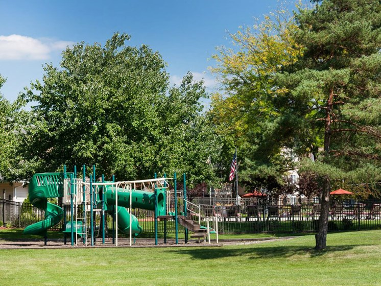 Apartment with playground in Reynoldsburg OH
