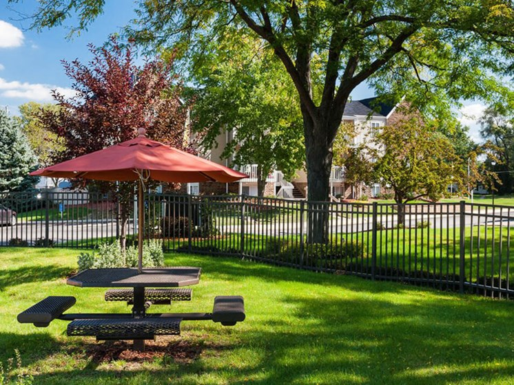 picnic area in Ardsley Ridge apartments