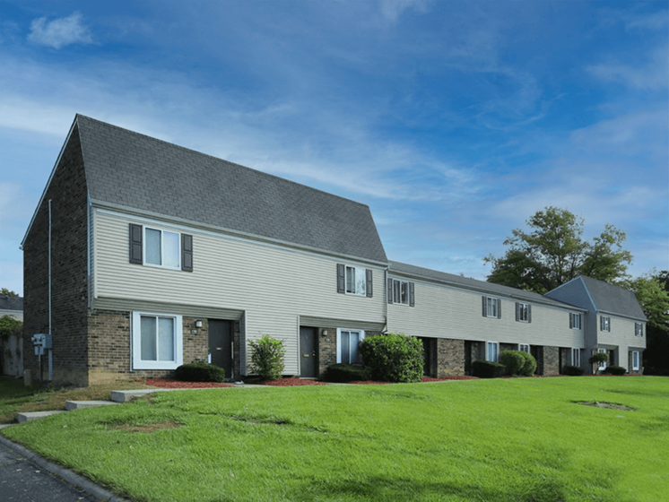 Ardsley Ridge Apartments & Townhomes landscaping