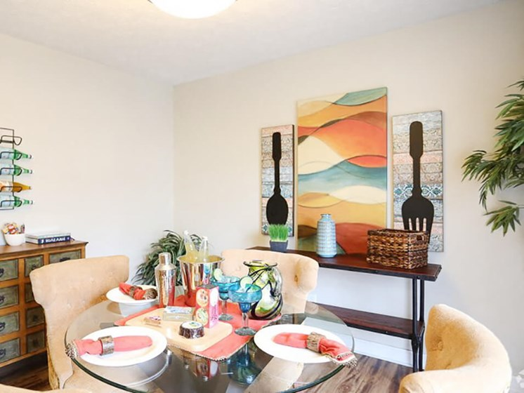 dining room at Ardsley Ridge apartments