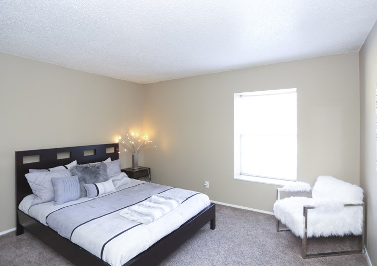 large bedroom in tower apartments at The Ridge at Chestnut Apartments in South Kansas City, MO
