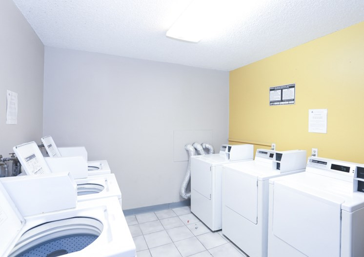 Community Laundry Facility at The Ridge at Chestnut Apartments in South Kansas City, MO