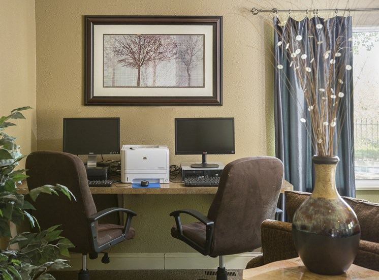Resident Business Center at The Ridge at Chestnut Apartments in South Kansas City, MO