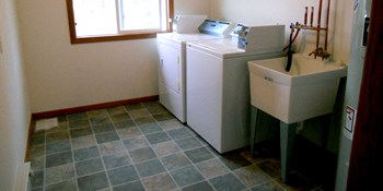 717 S Linn St 1-2 Beds Apartment for Rent Photo Gallery 1