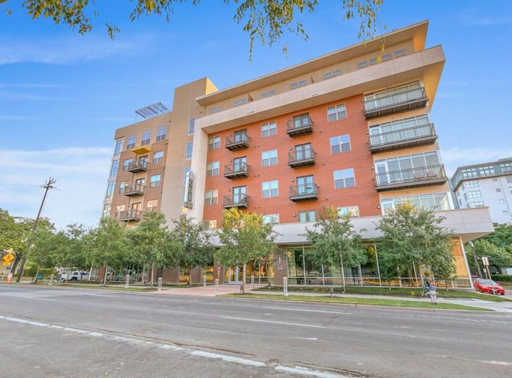 exterior uptown dallas apartments