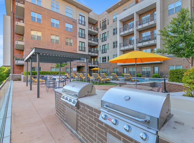grilling stations uptown dallas apartments
