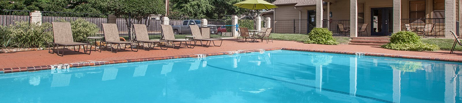 Pool and lounge chairs l Georgetown Park Apartments for rent in TX