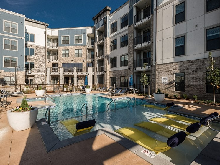 Resort-Style Poolside Lounge at Vintage at The Avenue in Murfeesboro, Tennessee