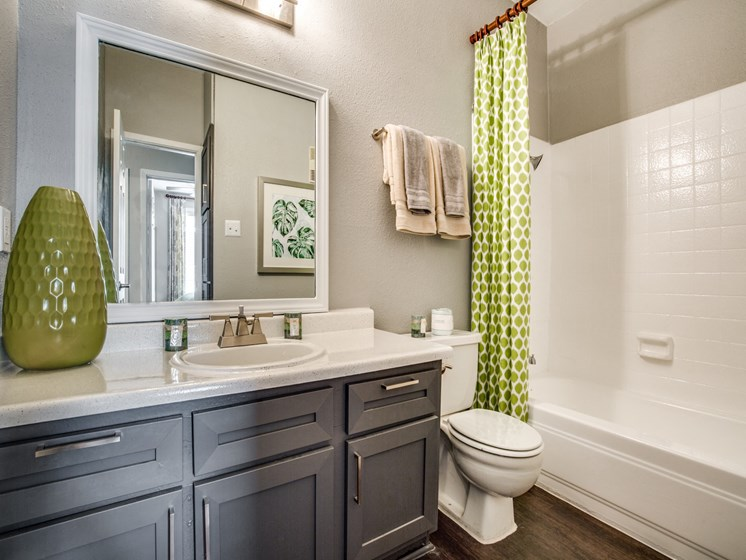 Luxurious Bathrooms at The Quinn at Westchase, Houston, 77077