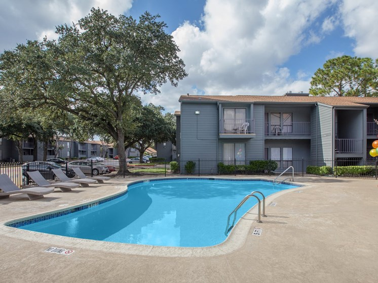 Outdoor Gathering Area by Pool at The Quinn at Westchase, Houston, TX