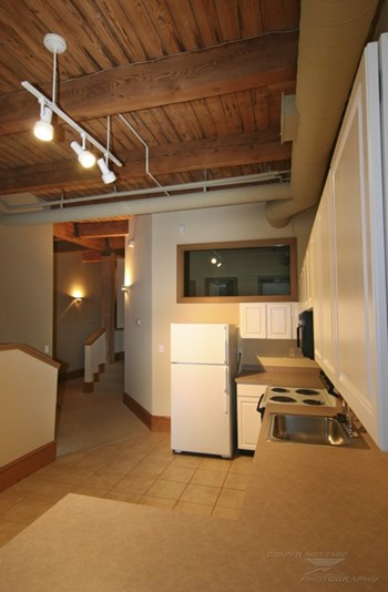2082 E.4th Street 1-3 Beds Apartment for Rent Photo Gallery 1