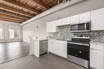 2082 E.4Th Street 3 Beds Apartment for Rent Photo Gallery 1