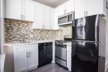 132 6Th Street Studio Apartment for Rent Photo Gallery 1