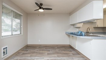 2400 NE Red Sunset Dr 2 Beds Apartment for Rent Photo Gallery 1