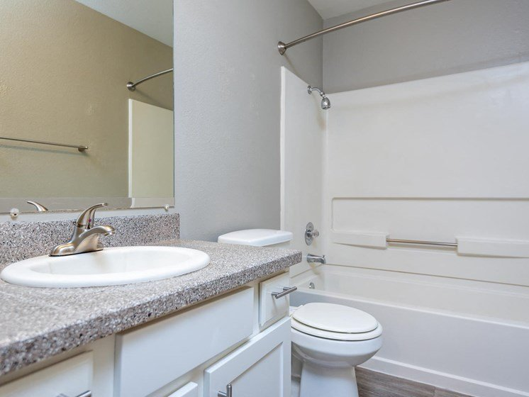 Gresham Park Apartments | Bathroom