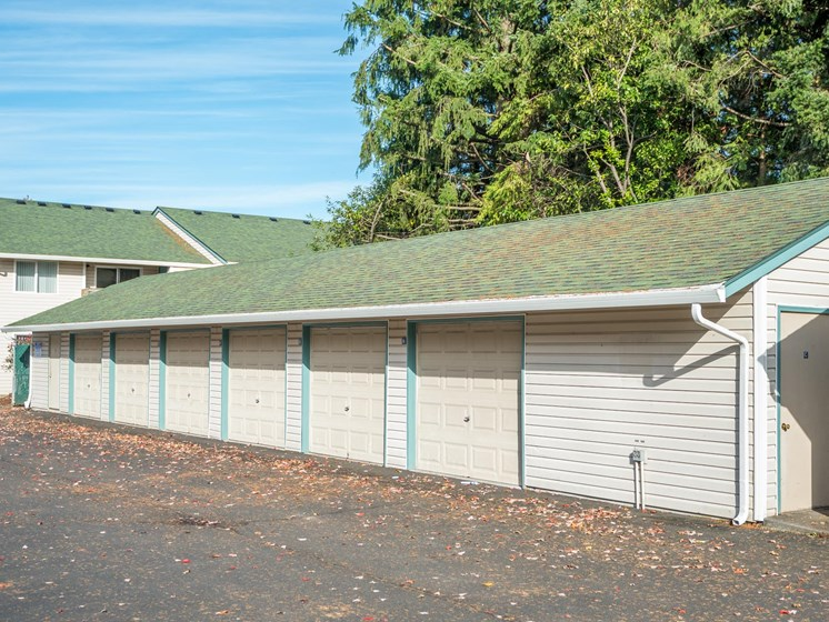 Kings Meadow Apartments | Troutdale, OR | Garages