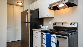 4532 SE Roethe Road 1-2 Beds Apartment for Rent Photo Gallery 1