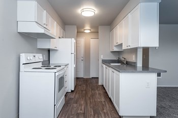 16500 SE 82Nd Dr. 1 Bed Apartment for Rent Photo Gallery 1