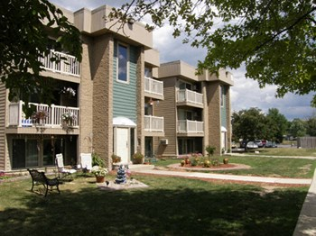 15027 Brookview Dr 1-2 Beds Apartment for Rent Photo Gallery 1