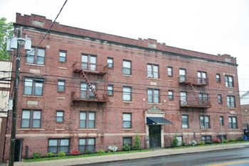 222 Chancellor Avenue 1-2 Beds Apartment for Rent Photo Gallery 1