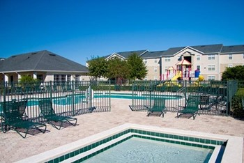 8775 Wellesley Lake Drive 1-3 Beds Apartment for Rent Photo Gallery 1