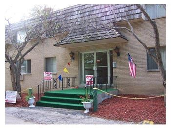 10600 W Grange Court 1 Bed Apartment for Rent Photo Gallery 1