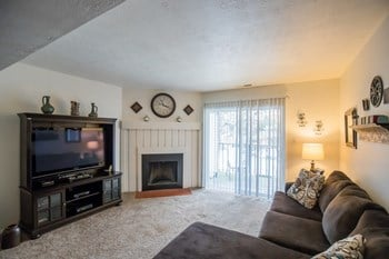 3334 South Dixon Lane 1-2 Beds Apartment for Rent Photo Gallery 1