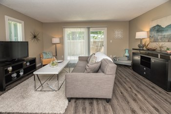6058 Riverside Blvd 1-3 Beds Apartment for Rent Photo Gallery 1