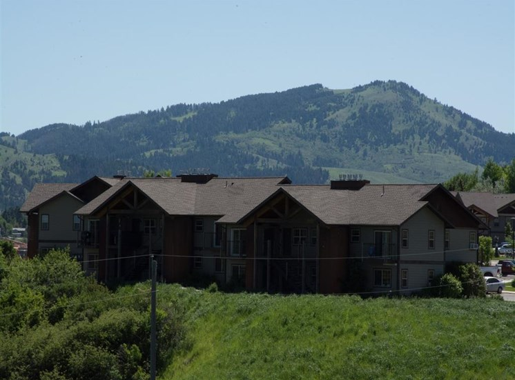 Lush Green Outdoor Spaces at Saddleview Apartments, Bozeman, MT, 59715