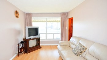 123 Fennell Avenue East 2 Beds Apartment for Rent Photo Gallery 1