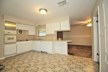 1550 Crawford St. 3 Beds House for Rent Photo Gallery 1