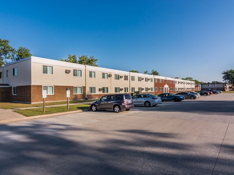 Amberwood Court Apartments | Grand Forks, ND