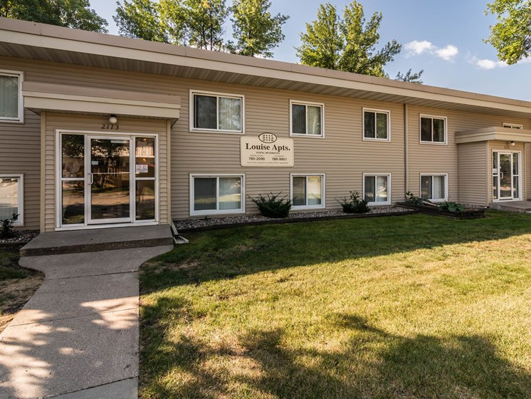 Louise Apartments | Grand Forks, ND