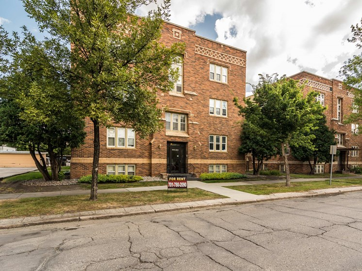 President Apartments | Grand Forks, ND