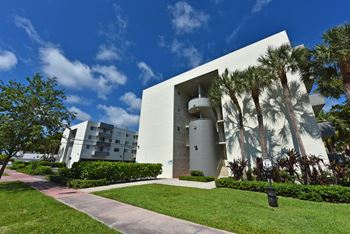 7020 RUE GRANVILLE, #B101 1 Bed Apartment for Rent Photo Gallery 1