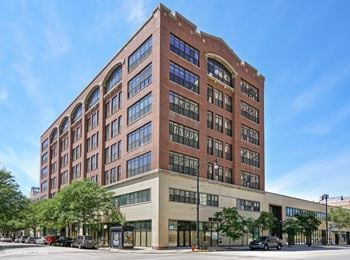 2036 S Michigan Ave Studio-3 Beds Apartment for Rent Photo Gallery 1