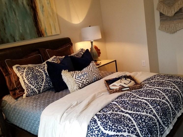 bedroom oak lawn dallas apartments
