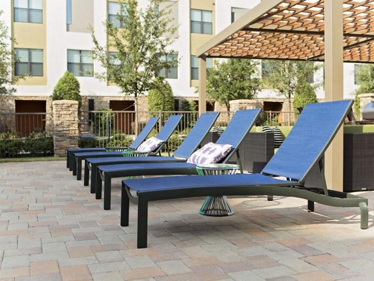 lounge chairs oak lawn dallas apartments