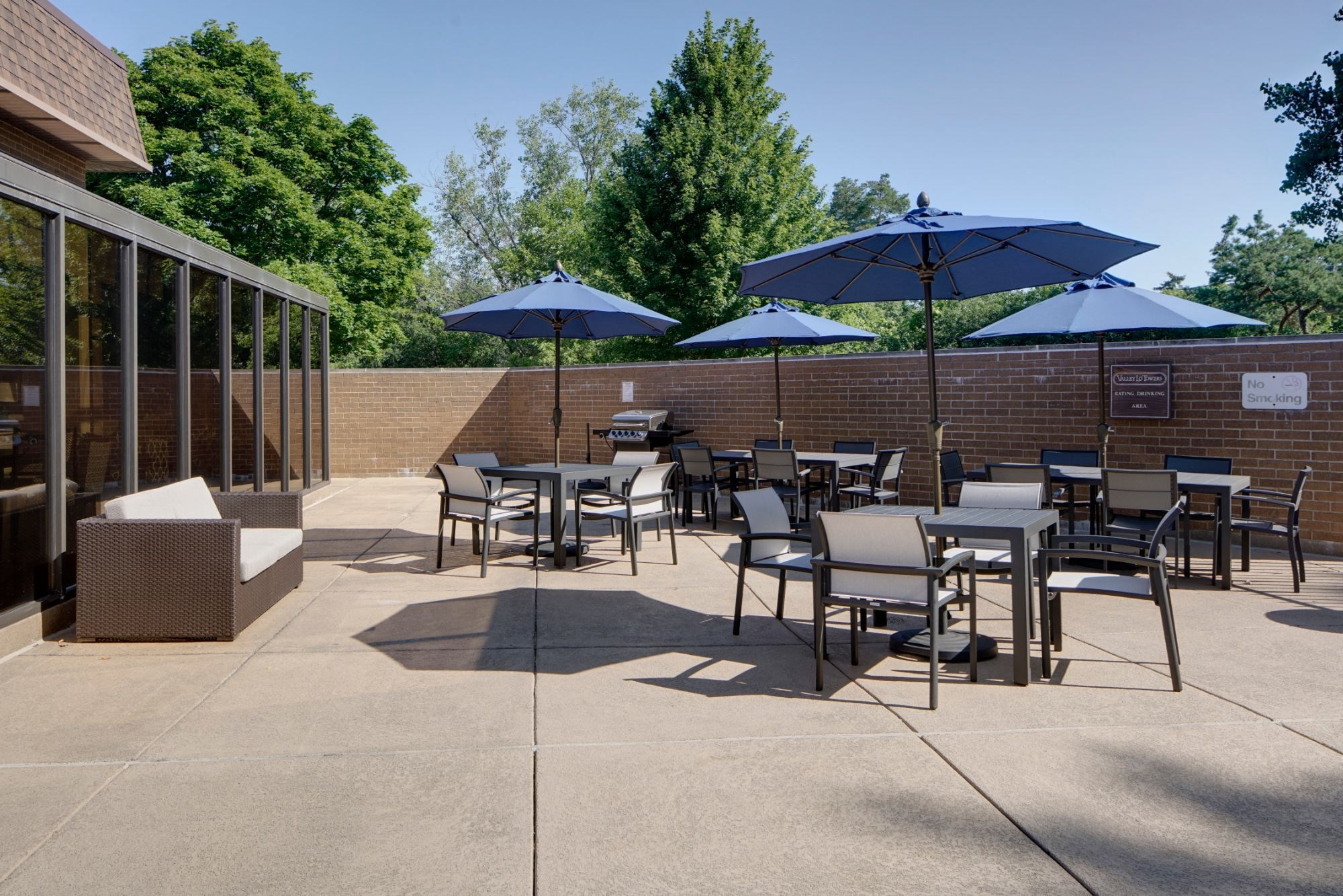 Pool Cabana & Outdoor Entertainment Bar, at Valley Lo Towers, Illinois