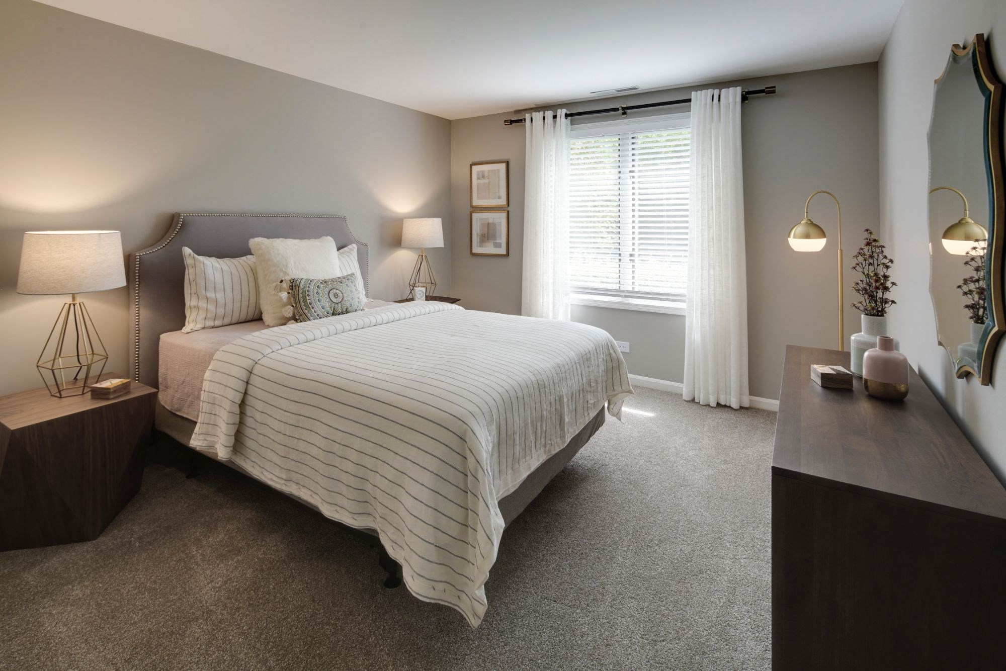 Large Comfortable Bedrooms With Closet, at Valley Lo Towers, Glenview, IL 48104