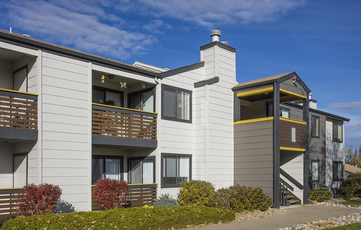 exterior building view of apartments in morrison colorado