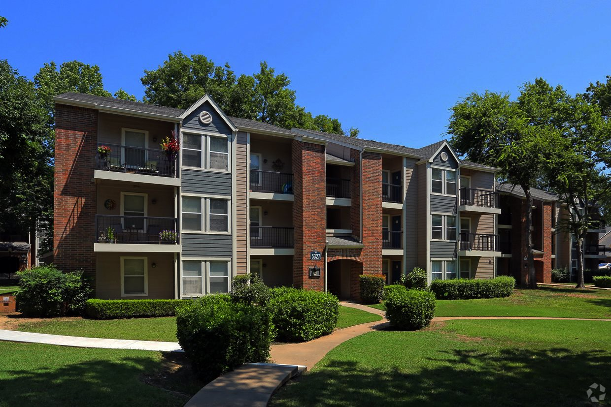 Waterford Apartments | Apartments in Tulsa, OK