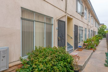 3425 Club Dr. 1-2 Beds Apartment for Rent Photo Gallery 1