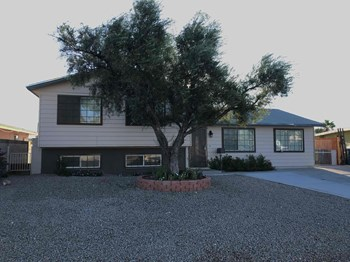 225 Milinane Drive 4 Beds House for Rent Photo Gallery 1