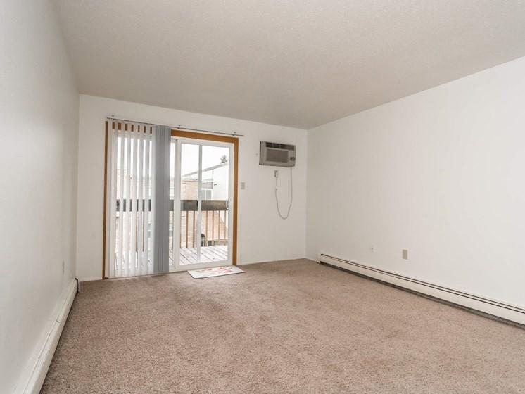Bristol Park Apartments   Living Room