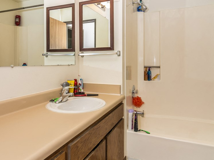 Columbia West Apartments   Bathroom