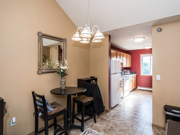 Creekside Apartments   Dining Area