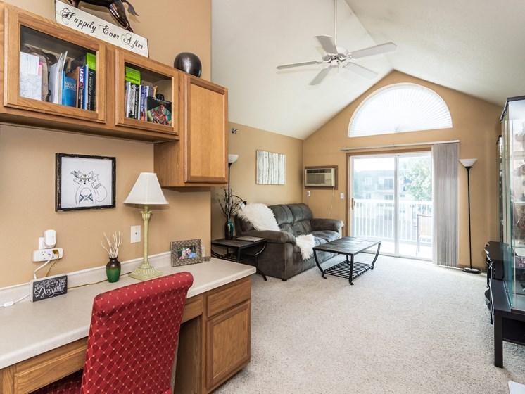 Creekside Apartments   Living Room