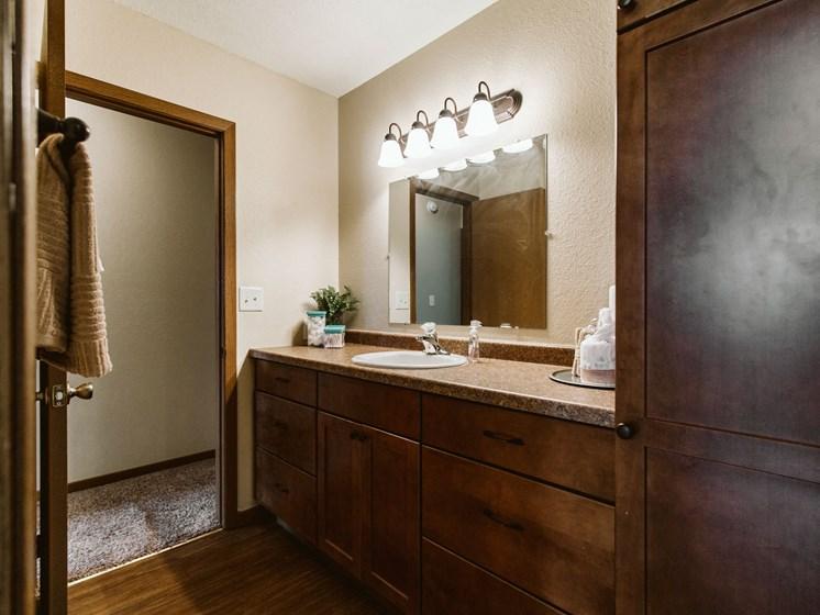 Grandview II Apartments   Bath Room